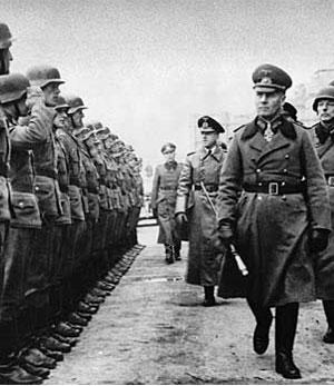 Le maréchal Rommel inspecte les troupes en Normandie au printemps 1944