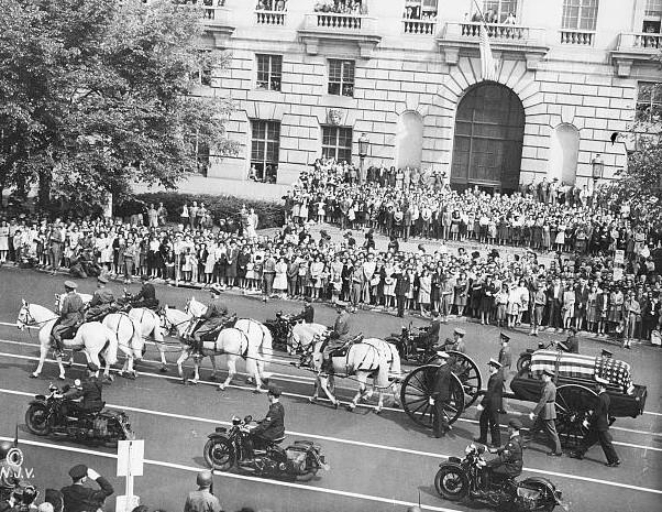Funérailles du président Franklin Roosevelt, Pennsylavania Av., Washington (photo : Librairie du Congrès)