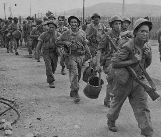 Les troupes françaises remontent vers Toulon après être débarquées près de Saint-Tropez (photo : ECPAD)
