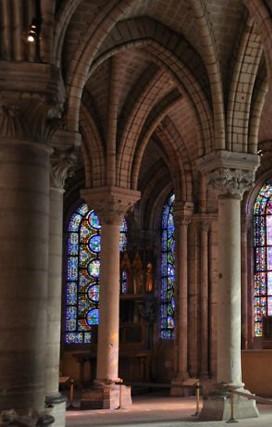 Le déambulatoire de la basilique de Saint-Denis, autour du choeur (DR)