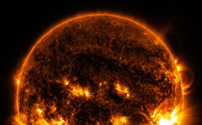 Le soleil ou approximativement corps noir, Nasa image.