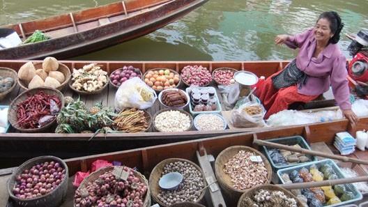 Marché flottant thaïlandais au début du XXIe siècle (DR)