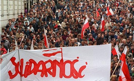 Manifestation de Solidarnosc, à Varsovie, le 1er mai 1989 (DR)