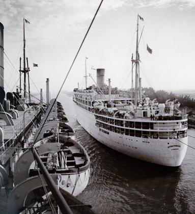 Croisement de paquebots sur le Canal, 1900-1950