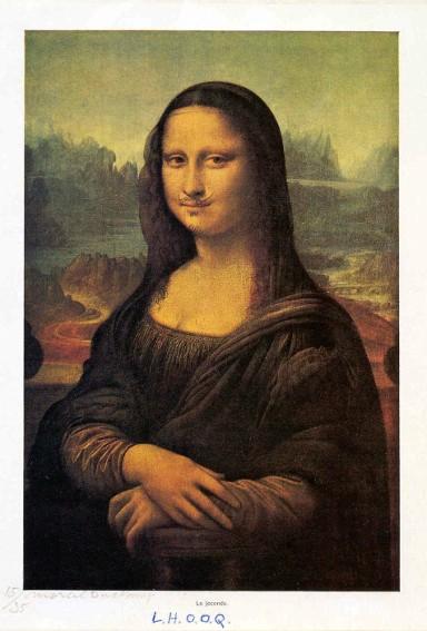 Marcel Duchamp, L.H.O.O.Q., parodie de La Joconde de Léonard de Vinci, 1919