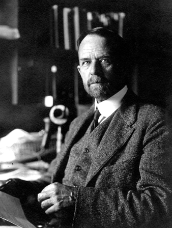 Thomas Hunt Morgan (25 septembre 1866, Lexington, Kentucky ; 4 décembre 1945, Pasadena, Californie)