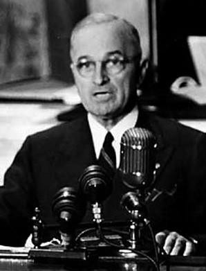 L'explosion d'Hiroshima annoncée par Harry S Truman (8 mai 1884, Lamar, Missouri - 26 décembre 1972, Kansas City)