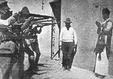 Exécution en 1927, au Jalisco, du père Francisco Vera, coupable d'avoir célébré la messe