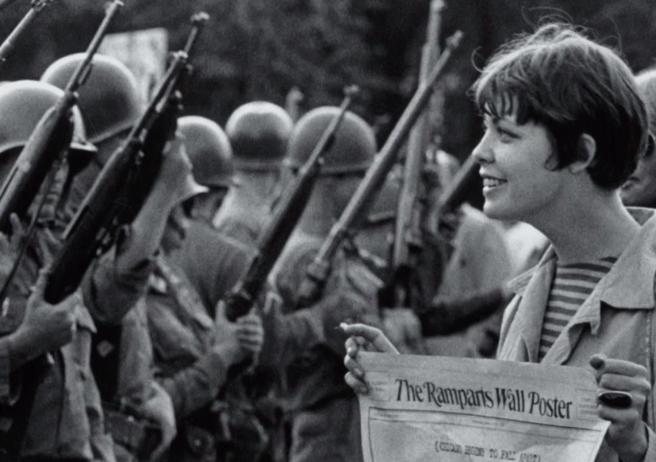 Manifestation pacifiste devant le Pentagone en 1967 (DR)
