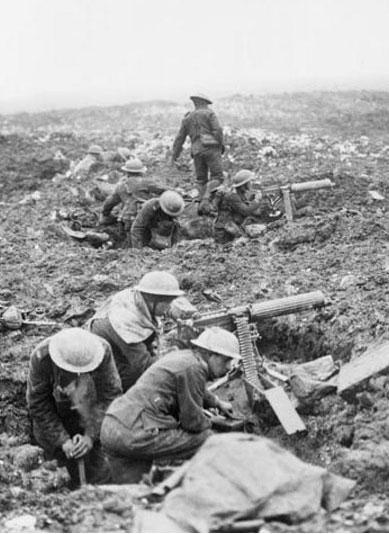 Mitrailleurs canadiens à l'abri lors de la bataille de la crête de Vimy, Bibliothèque et Archives Canada