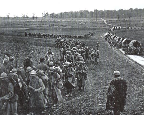 La Voie sacrée, entre Bar-le-Duc et Verdun (1916)