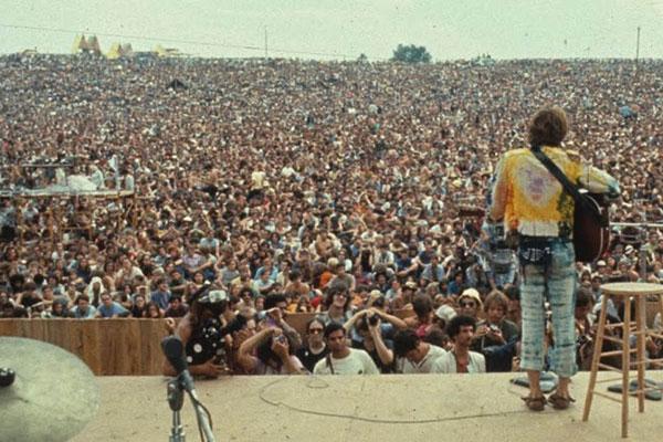 Les Chroniques du Jour : ça s'est passé un.....15 Août Woodstock_johnsebastian