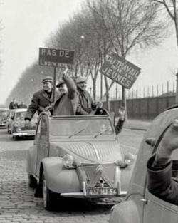 Des mineurs de Lorraine en grève se rendent à Paris (1963)
