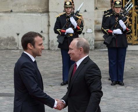 Emmanuel Macron et Vladimir Poutine à Versailles le 29 mai 2017 (DR)