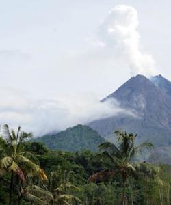 Le volcan Merapi (Java)