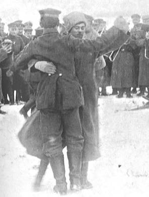 Fraternisation entre soldats russes et allemands à l'issue de l'armistice du 15 décembre 1917